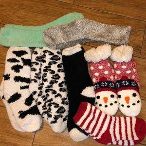 7 pairs of fuzzy socks